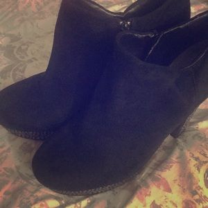 Size 9.5 Gianni Bini Booties